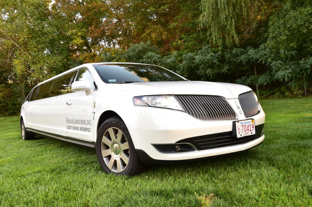 Lincoln MKT white limo