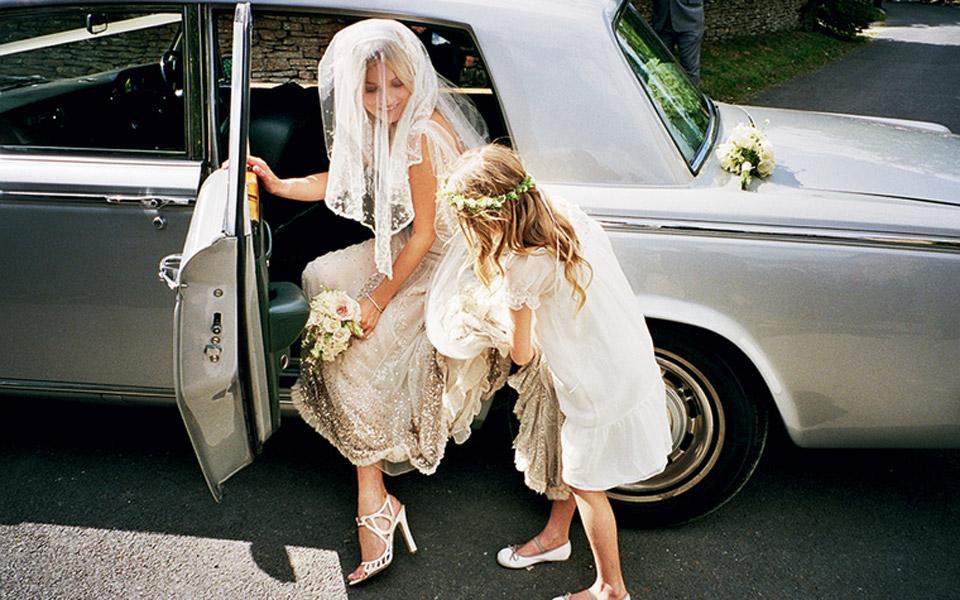 Rols-royce-clasic-car-wedding-service-bride